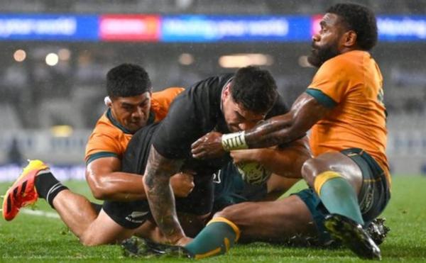 New Zealand beat Australia 57-22 to claim Bledisloe Cup